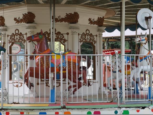 新潟県胎内市樽が橋遊園のメリーゴーランド画像